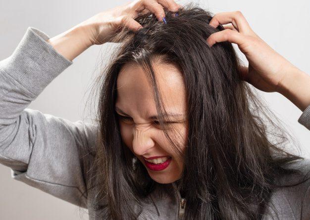 Cuir chevelu qui gratte et perte de cheveux